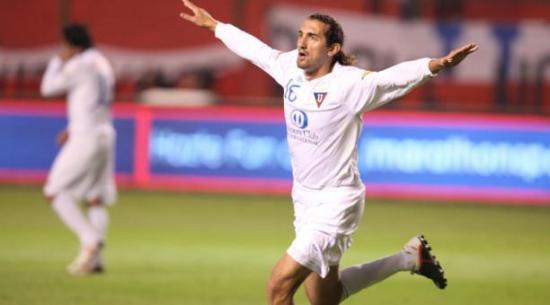 Hernán Barcos llegará este domingo al país para sumarse a Liga de Quito