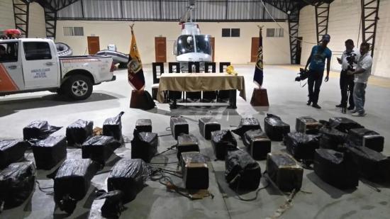 Incautan 30 sacos de yute con sustancias sujetas a fiscalización en una embarcación