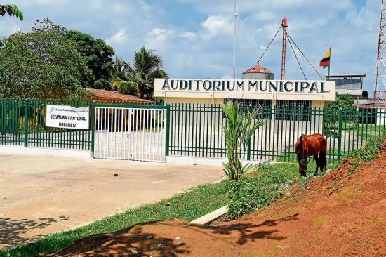 Presencia de vacas y caballos en malecón de Catarama causa molestias