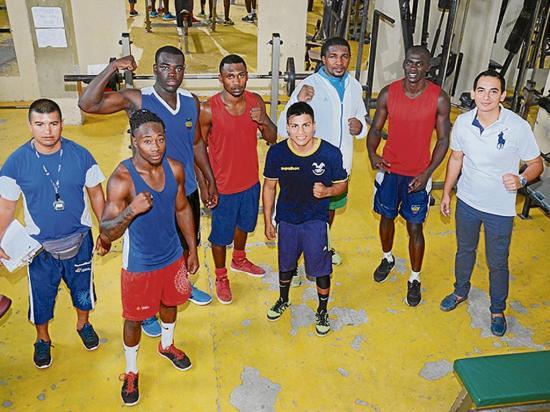Boxeadores olímpicos entrenan en  la california
