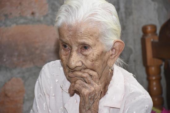 María Loor tiene 110 años de vida, su secreto es la comida sana