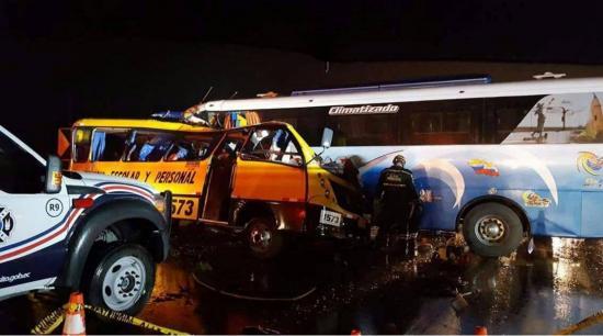 Al menos 19 fallecidos en accidente de tránsito en la vía Yaguachi-Jujan