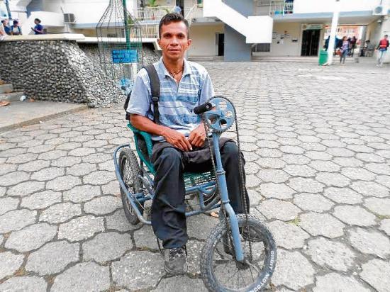 Un bus cambió la vida de Juan Ayala