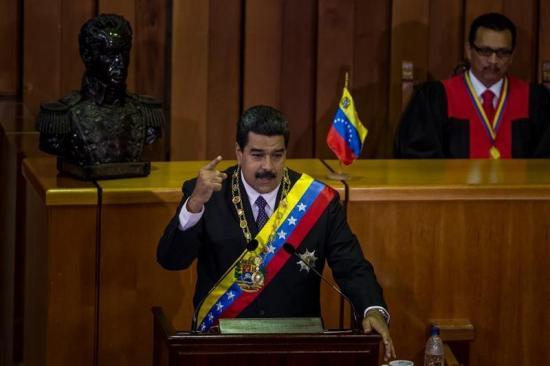 Maduro firma nuevo decreto de 'emergencia económica' para superar la crisis