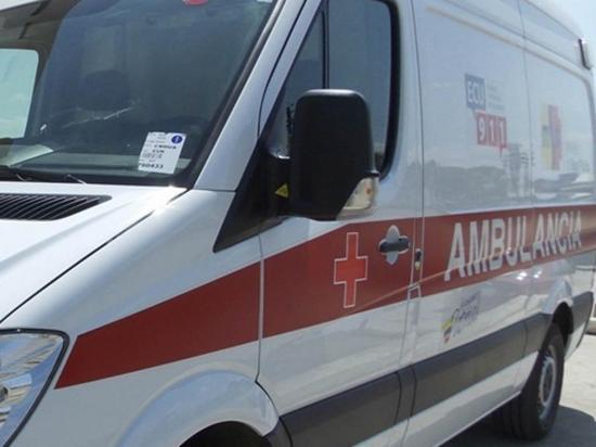 Choque entre furgoneta y moto deja una persona lesionada