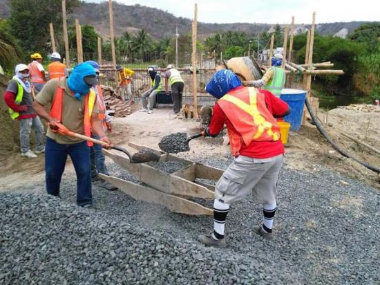 El GPM construye  puente en La Guayaba