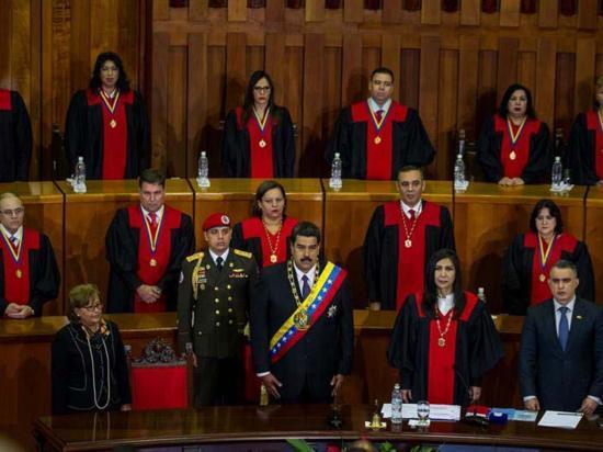 Maduro firma un nuevo decreto de emergencia para superar la crisis