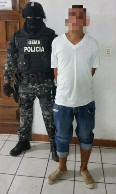 Tenían droga, arma y dinero en efectivo