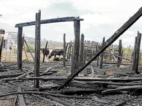 Vivienda es consumida por incendio en Montecristi