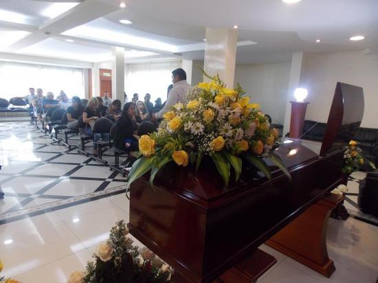 Familiares y amigos le dan el último adiós a músico manabita