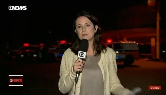 Reportera es agredida en vivo mientras cubría motín en una cárcel de Brasil