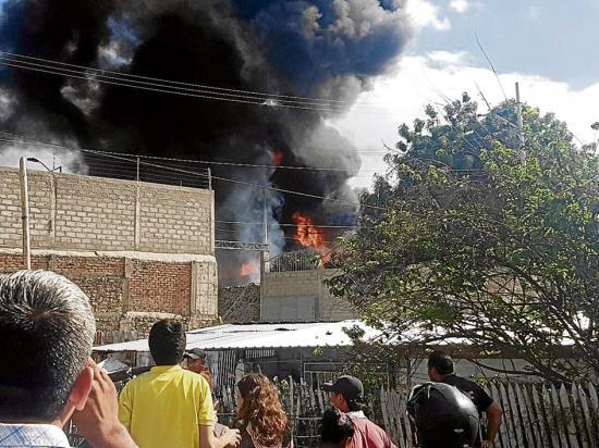 Incendio en bodega en La Floreana