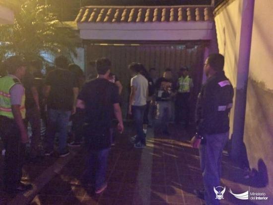 Clausuran fiesta clandestina en un barrio de Manta