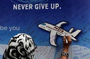 Suspenden la búsqueda del avión malasio tras casi 3 años de su desaparición