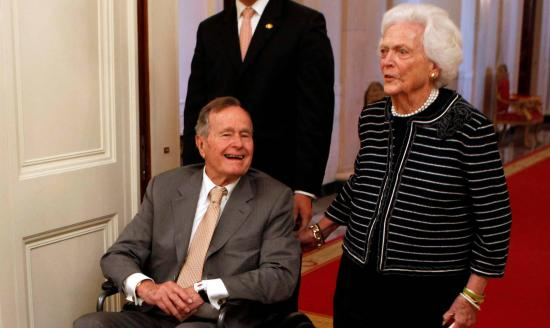 Ingresan al expresidente George H. W. Bush en cuidados intensivos