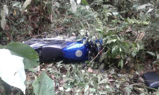 Abandonan una moto en un bosque