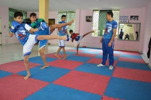 Kick boxing y submission en Min-Ho