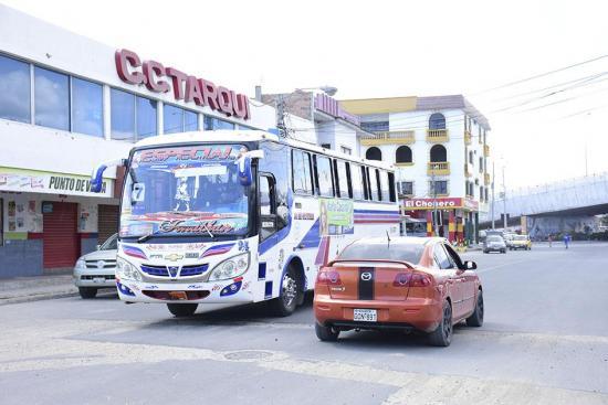 Los buses circulan por la calle 101