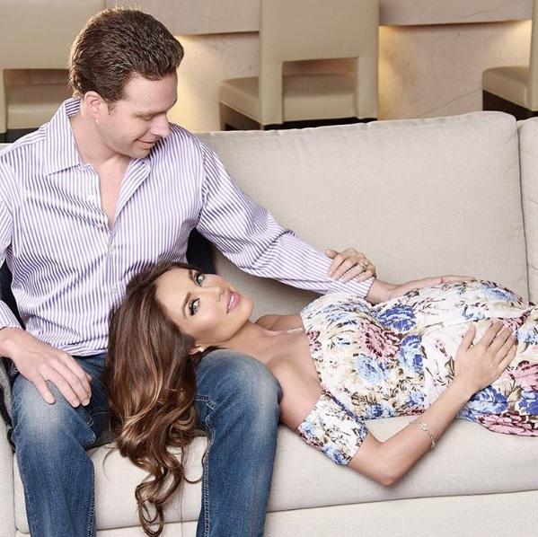 La cantante mexicana Anahí anuncia el nacimiento de su primer hijo