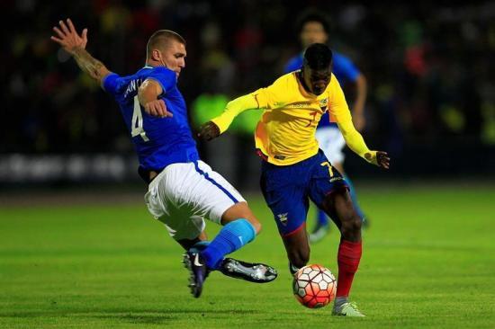 Brasil anotó un gol y enfrió el juego para vencer a Ecuador