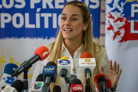 Esposa de Leopoldo López a Maduro: 'Un verdadero hombre cumple con la palabra'