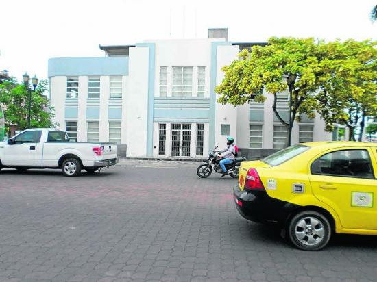 El edificio de la Gobernación sigue en espera