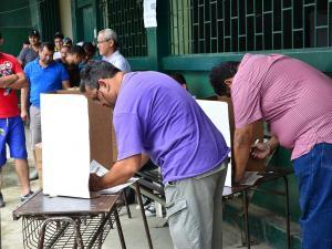 47% de indecisión en el voto a un mes de las elecciones