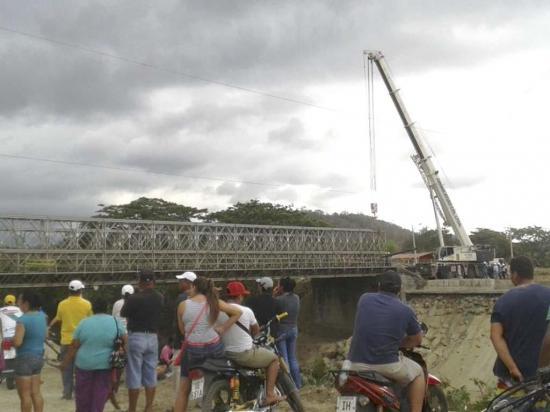 Aún no se logra el desmontaje del puente sobre el río Jama