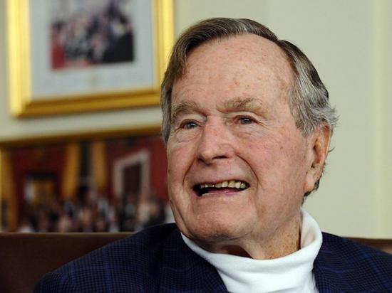 Ingresan a UCI a George H. W. Bush