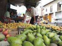 Las calles de Jipijapa se llenan de frutas