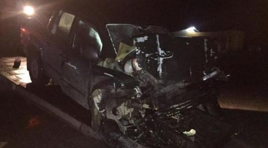 Una mujer muere tras choque entre una camioneta y un tráiler