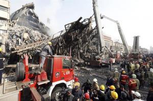 Decenas de personas desaparecidas al derrumbarse un edificio de 17 pisos en Irán