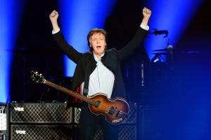 Paul McCartney demanda a Sony para recuperar derechos de autor de The Beatles