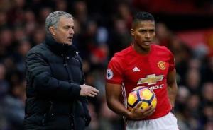 Mourinho cree que 'no hay un lateral mejor' que Antonio Valencia