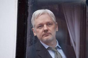 Ecuador mantendrá protección a Assange mientras él lo desee, dice Correa