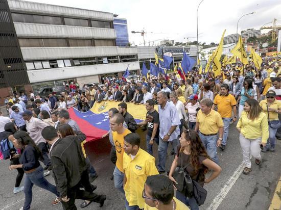 Oposición anuncia marcha