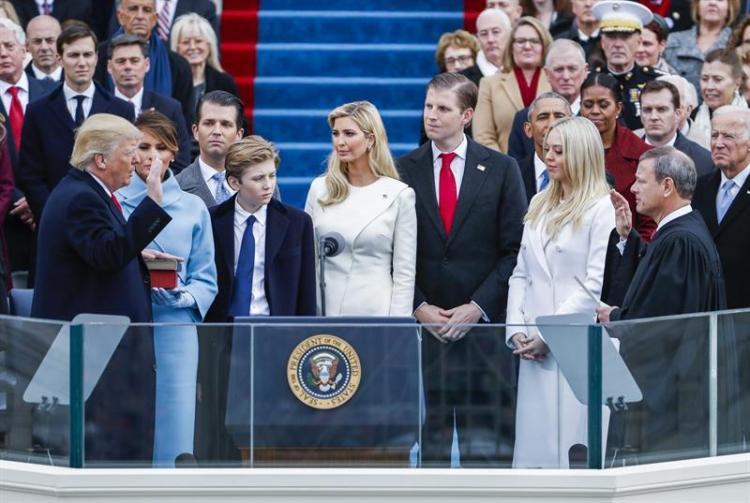 Donald Trump es posesionado como el nuevo presidente de Estados Unidos