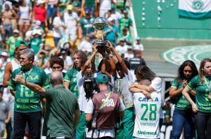 El Chapecoense levanta la Copa Sudamericana en medio de la nostalgia