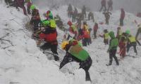 Italia espera salvar más vidas bajo el hotel mientras investiga el desastre