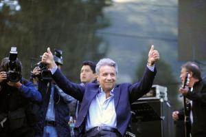 Lenin Moreno lidera encuesta de cara a comicios del 19 de febrero