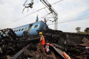 Una nueva tragedia ferroviaria causa 39 muertos y 50 heridos en la India
