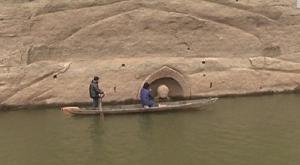 Arqueólogos chinos estudian estatua milenaria de Buda oculta por un pantano