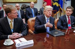 Trump firma una orden ejecutiva para sacar a EE.UU. del acuerdo comercial TPP