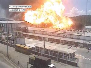 Incendio provoca explosión en una fábrica en la vía a Daule, en Guayas