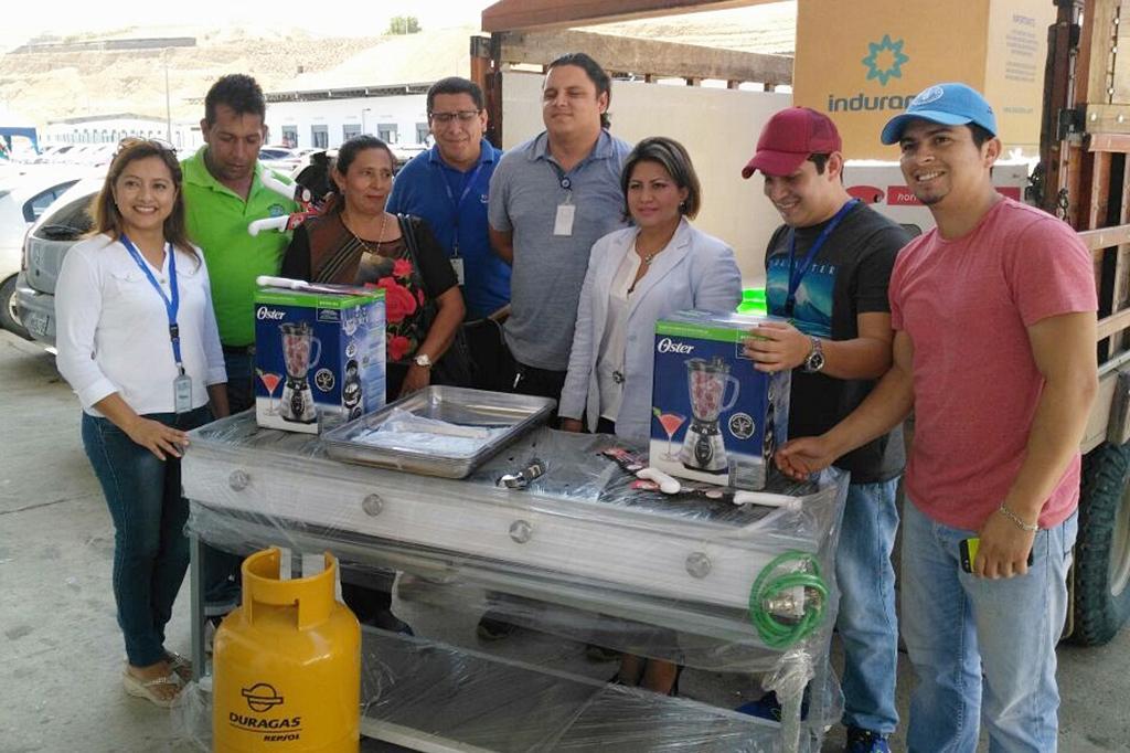 Emprendedoras reciben implementos de cocina para mejorar for Implementos para cocina