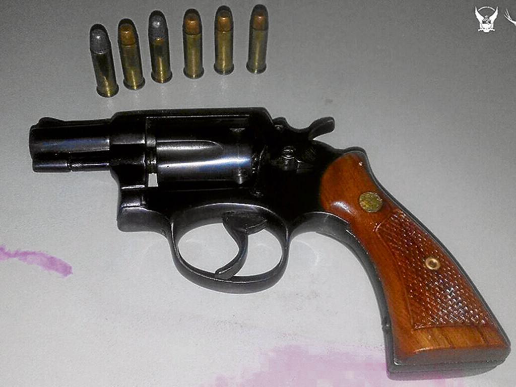 Dos detenidos con armas y droga quedan en prisi n el for Interior y policia consulta de arma