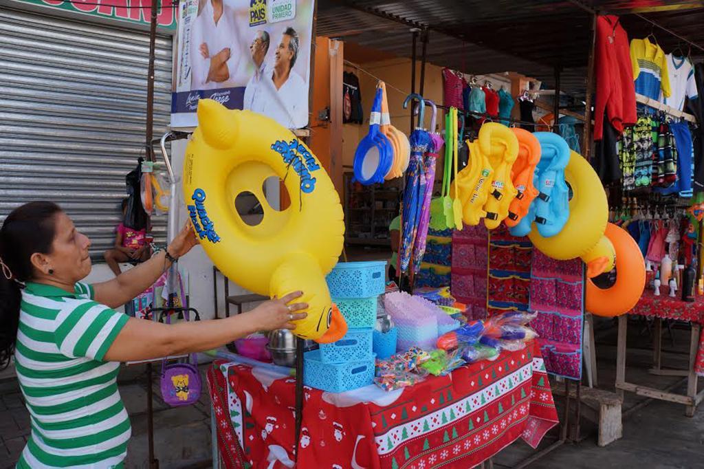 El carnaval ya se vive en el comercio con art culos para - Articulos carnaval ...