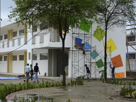 El renovado colegio Olmedo reabrió hoy sus puertas