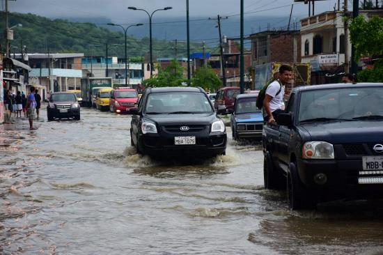 Fuertes lluvias provocan inundaciones en varios cantones de Manabí