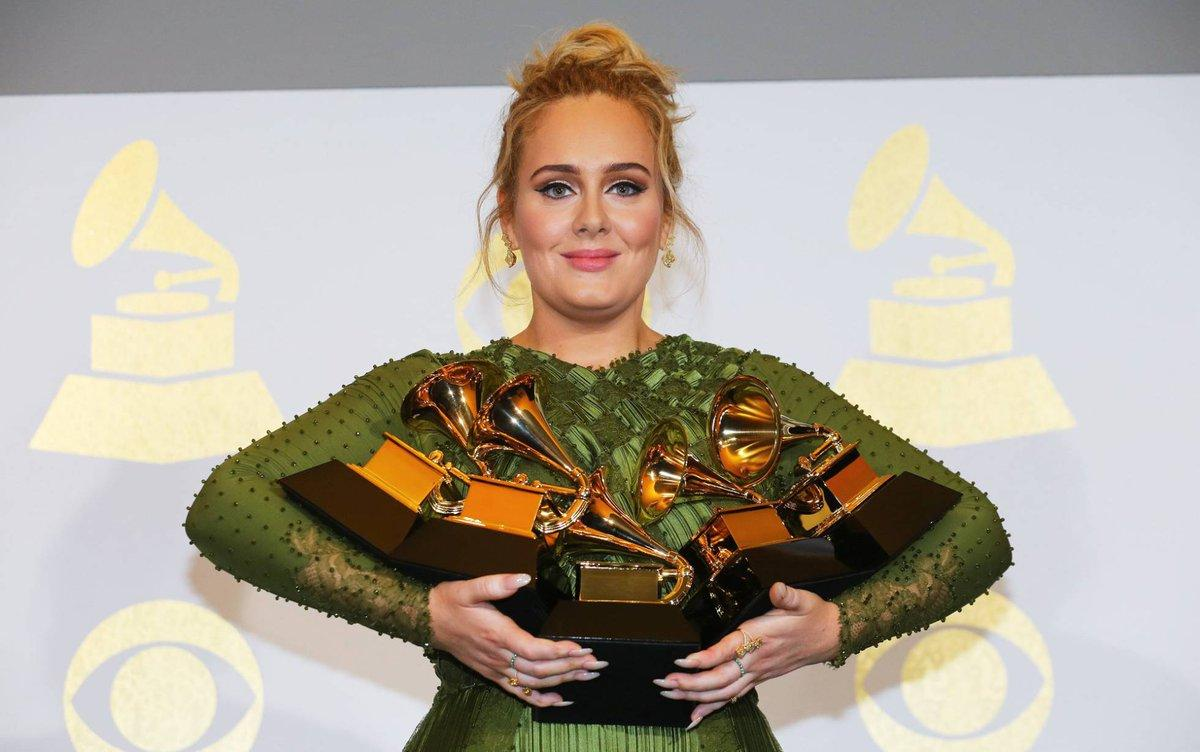 Adele y David Bowie, los triunfadores de la 59 edición de los Grammy